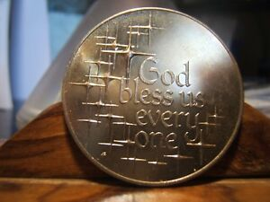 GOD BLESS EVERY ONE   CHILDREN   MEDAL PRAYING HANDS UNCIRCULATED