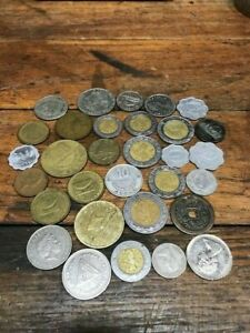 LOT OF 8 FOREIGN COINS FOR ONE MONEY.
