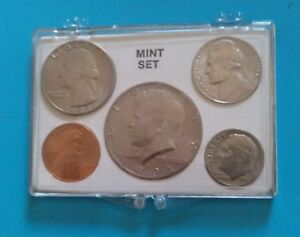 1972  YEAR MINT SET CIRCULATED 5 COINS   IN CASE