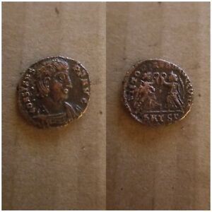 CONSTANS ANCIENT ROMAN COIN TWO VICTORIES  16MM