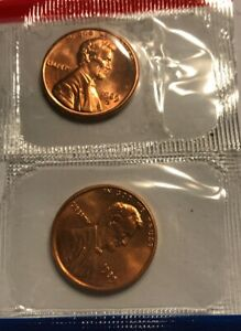 1989 P & D LINCOLN MEMORIAL CENT / PENNY SET IN MINT CELLO FROM MINT SET