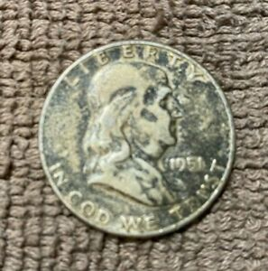 1951 S BENJAMIN FRANKLIN HALF DOLLAR 90  SILVER CIRCULATED NOT CERTIFIED   A21
