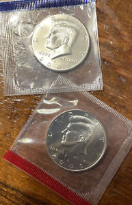 2005 P&D KENNEDY HALF DOLLAR FROM MINT SET IN MINT CELLO WITH