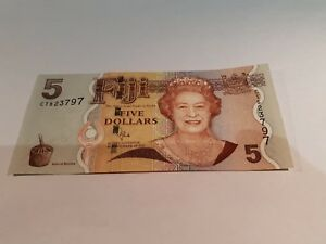 FIJI BANKNOTE FIVE DOLLAR NOTE. 5$ NOTE. 2007. UNCIRCULATED MINT. NOTE. P110