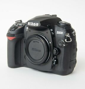 NIKON D200 10.2MP DIGITAL SLR CAMERA BODY & CHARGER   ONLY 960 SHUTTER COUNT
