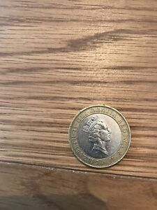 1997 2 QUEEN WITH NECKLACE NECKLESS TWO POUND COIN  COIN HUNT 01/32 2 XX