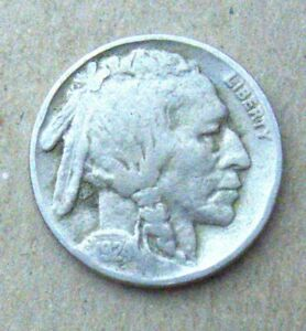 1924 BUFFALO NICKEL IN GOOD  CONDITION   ORIGINAL SURFACE DETAILS