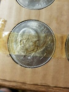1965 CROWN COIN ISSUED  COMMEMORATE THE DEATH OF SIR WINSTON CHURCHILL.ONE COIN