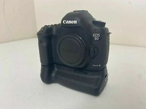 CANON 5D MARK III 22.3 MP DSLR BODY W/ GRIP BATTERY CHARGER   12K SC   READ