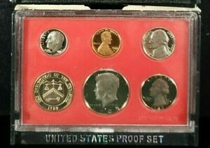 1982 US MINT PROOF COIN SET SCRATCH 1 SET FROM LOT