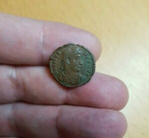 GENUINE ROMAN COIN. BUYER TO IDENTIFY. GUARANTEED GENUINE. REF LOT 70