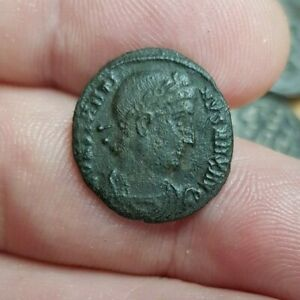 GENUINE ROMAN COIN. BUYER TO IDENTIFY. GUARANTEED GENUINE. REF LOT 104