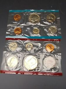 1972 P & D US MINT SET  11 COINS STILL IN MINT CELLO.