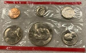 1974 D UNCIRCULATED US MINT SET SEALED. IN EXCELLENT CONDITION