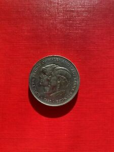25 NEW PENCE COIN 1981 ROYAL WEDDING  COMMEMORATIVE KM925   L7A