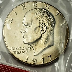 1977 D EISENHOWER DOLLAR IN CELLO FROM U.S. MINT UNCIRCULATED SET KM 203
