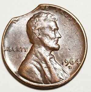 1964 D   LARGE CURVED CLIP   LINCOLN MEMORIAL CENT MINT ERROR LOT 5047