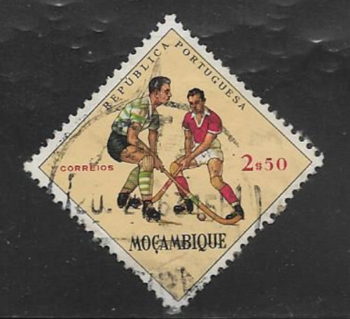 MOZAMBIQUE POSTAGE ISSUE, USED COMMEMORATIVE STAMP 1962 SPORTS - HOCKEY