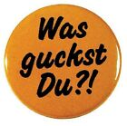 Anstecknadel Pin Spaß Karneval Fete Party Button 2,5 cm • WAS GUCKST DU • 03672