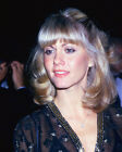 OLIVIA NEWTON-JOHN COLOR CANDID PHOTO OR POSTER